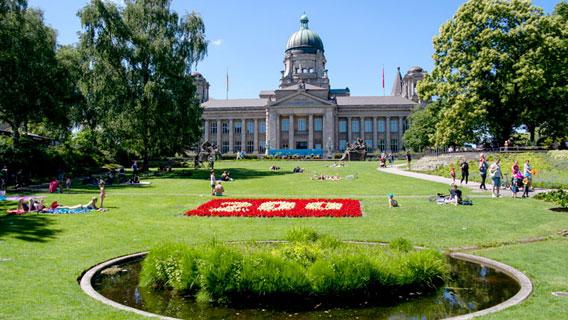 Park Planten un Blomen in Hamburg, Hinweis auf den 200-jährigen Geburtstags des Parks